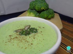 sopa de apio y cebolla vegana