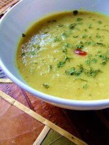sopa de apio y puerro vegana