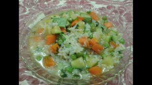 sopa de arroz con verduras vegana