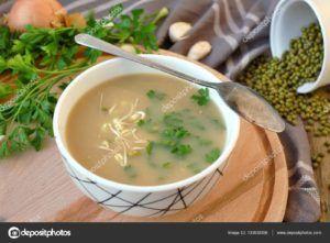 sopa de cebolla y ajo vegana
