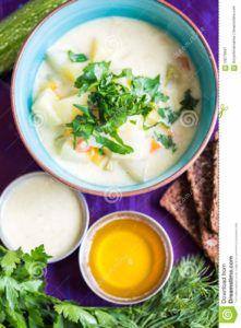 sopa de patata vegana