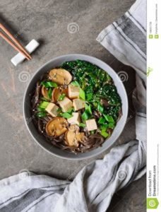 sopa de tallarines vegana