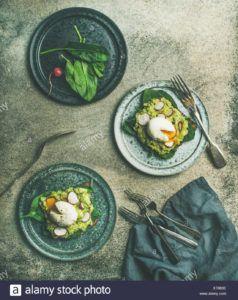 tostada de aguacate y huevo vegano